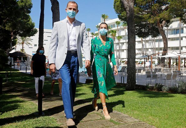 Queen Letizia wore a floral print dress by Maje, and a suede shoes Mint and Rose. Cristina Hotel and Riu Concordia Hotel in Palma