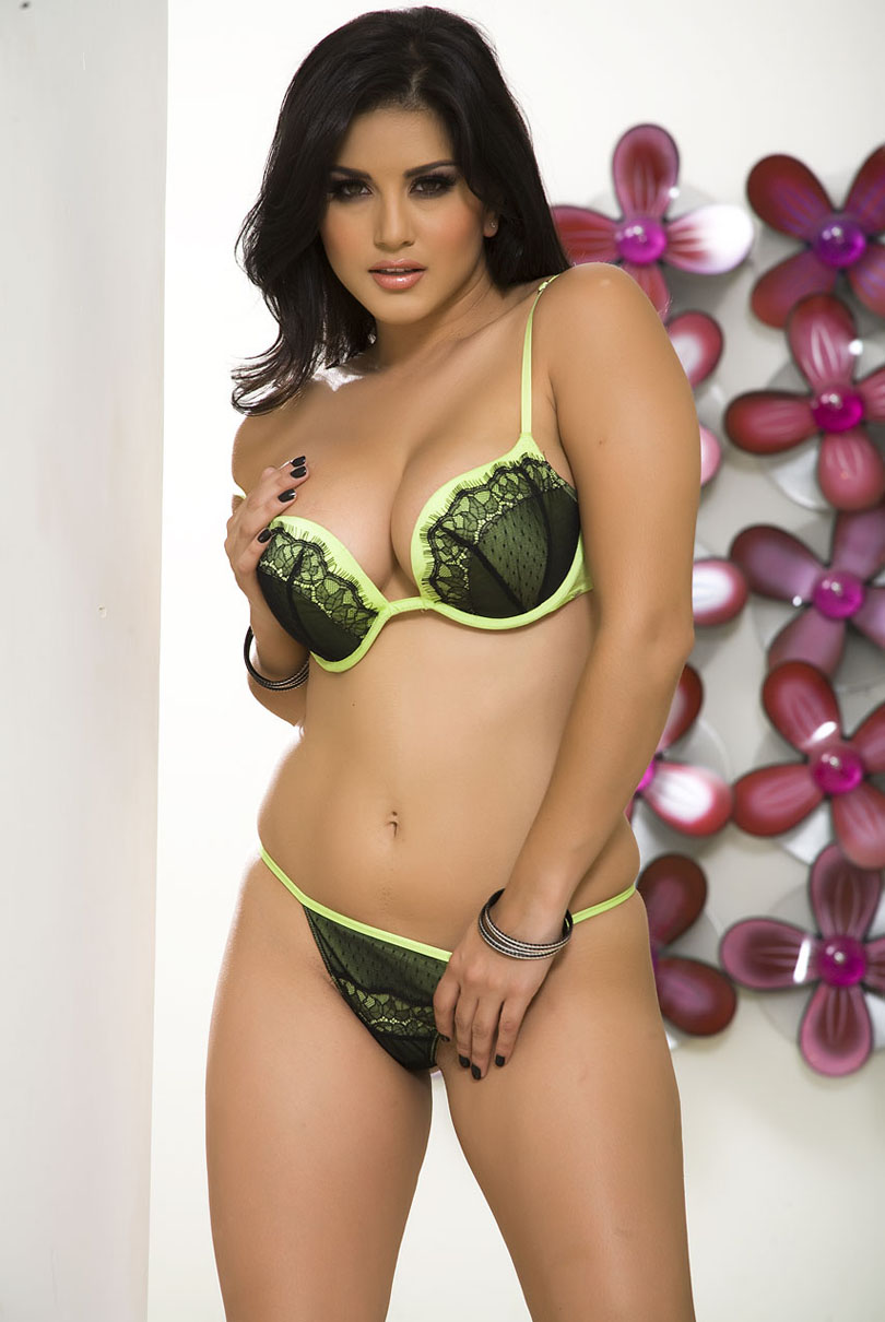 Celebrities In Hot Bikini Sunny Leone - Adult Movie-Star-7056