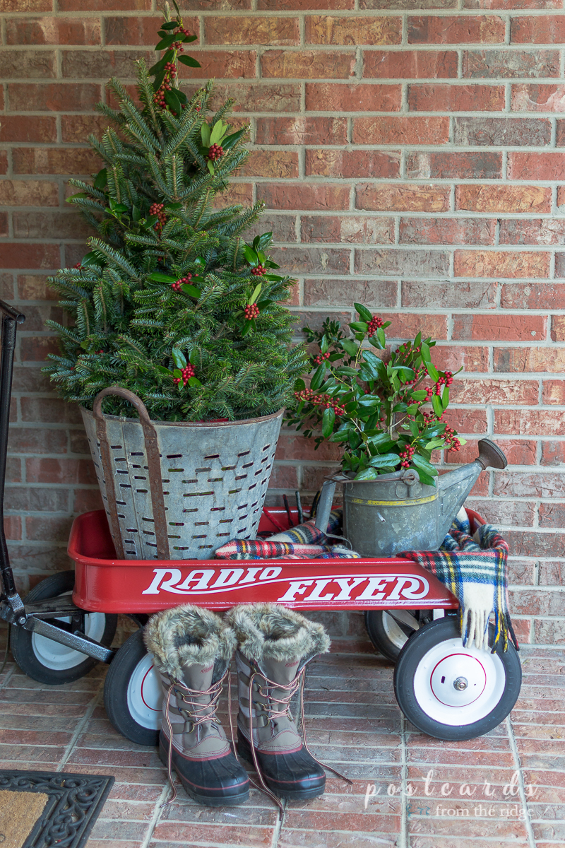 love the wagon and the tree in the old olive bucket lots of great ideas - Front Porch Christmas Decorations Ideas