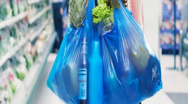 Ήταν να μην ξεκινήσει: Aυξάνεται η τιμή της σακούλας από 1η Ιανουαρίου