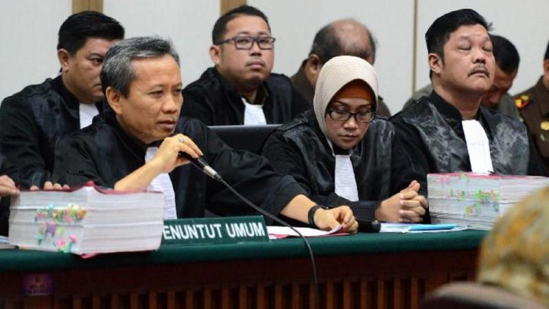 Jaksa membaca tuntutan di sidang Ahok