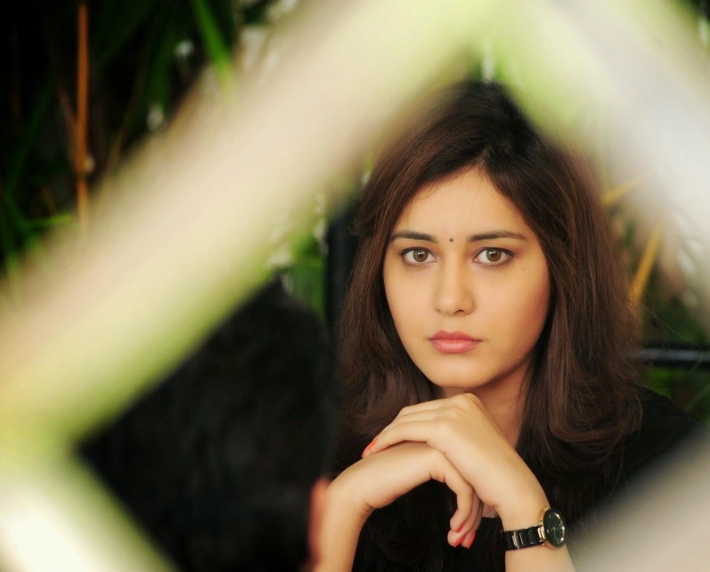 Glamorous Indian Girl Rashi Khanna Beautiful Sad Looking Face ❤