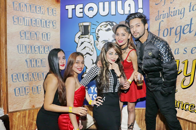 Sara Khan with Friends