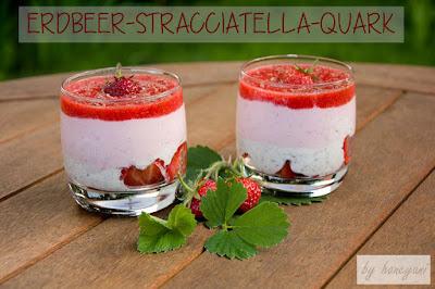 Sommerzeit ist Erdbeerzeit - probiert diesen leckeren Erdbeer-Stracciatella-Schichtquark voller Proteine und fruchtigem Erdbeergeschmack