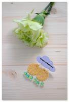 boucles d'oreilles estampes dorées et perles vertes