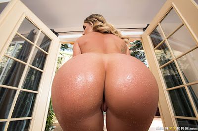 Cali Carter – Sheer Rear