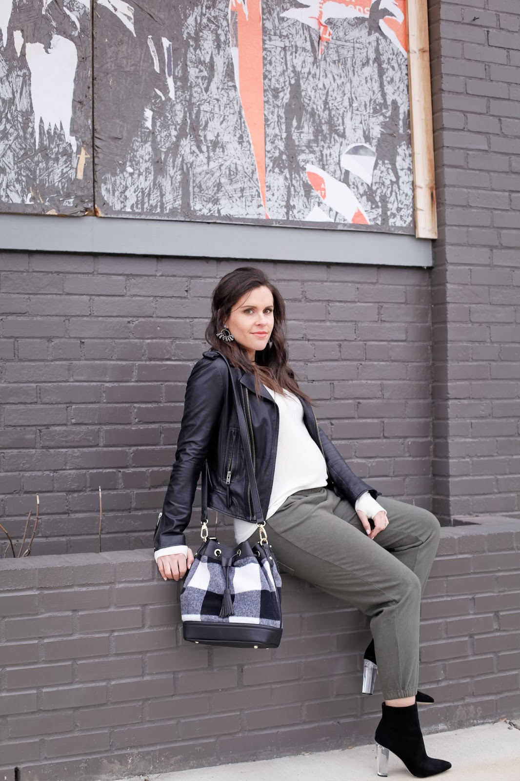 How to style joggers pregnant