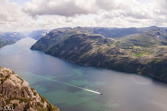 Fiordo Lyserjord desde el Preikestolen