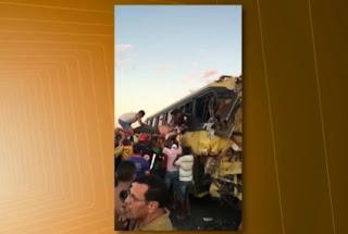 Motociclista caído causou acidente com 1 morto e 67 feridos, acredita polícia