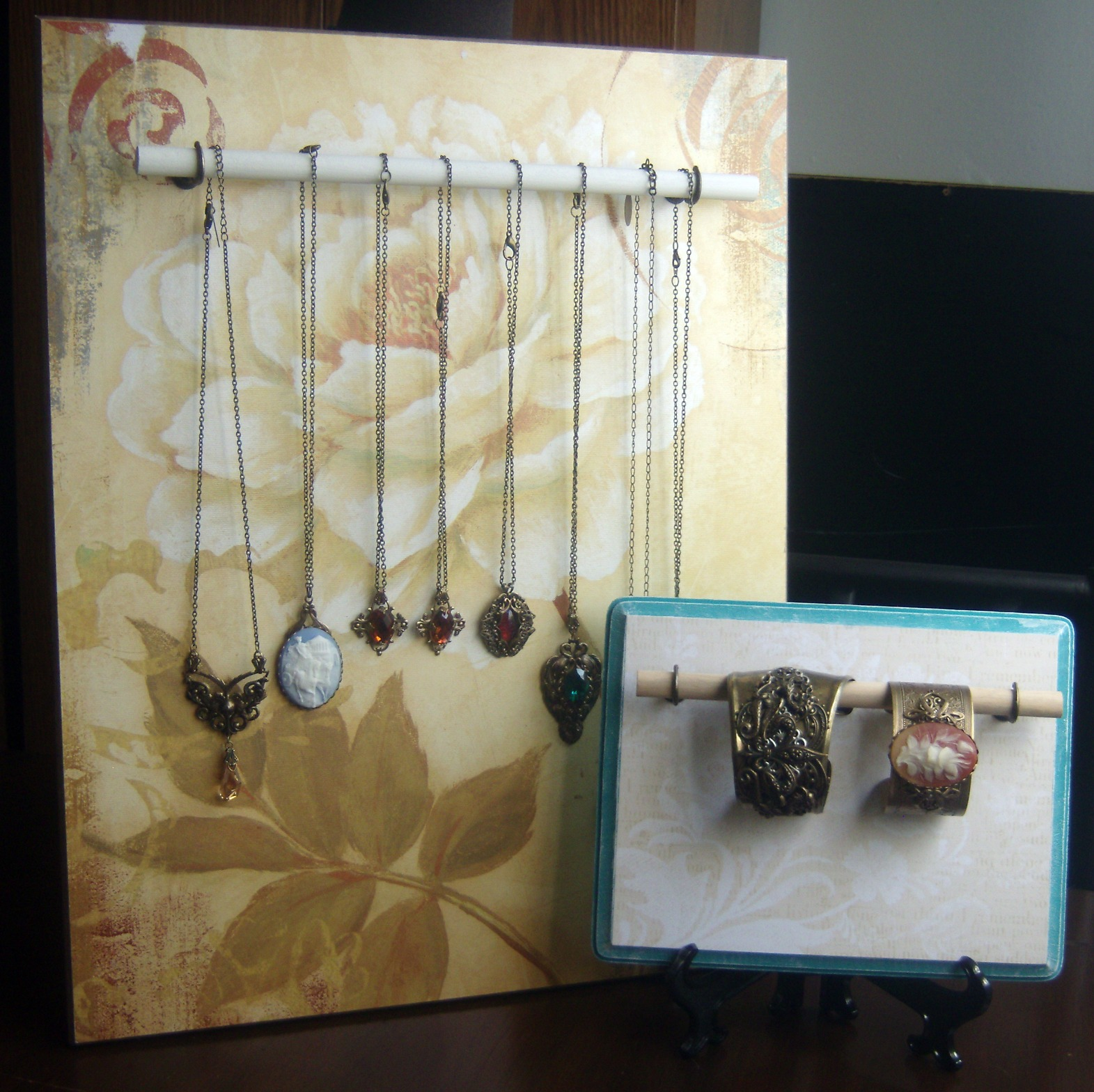 Peacock Tres Chic Diy Jewelry Display Made With Wood And