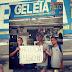 Manifestantes fazem protesto para abaixar o preço do Geléia