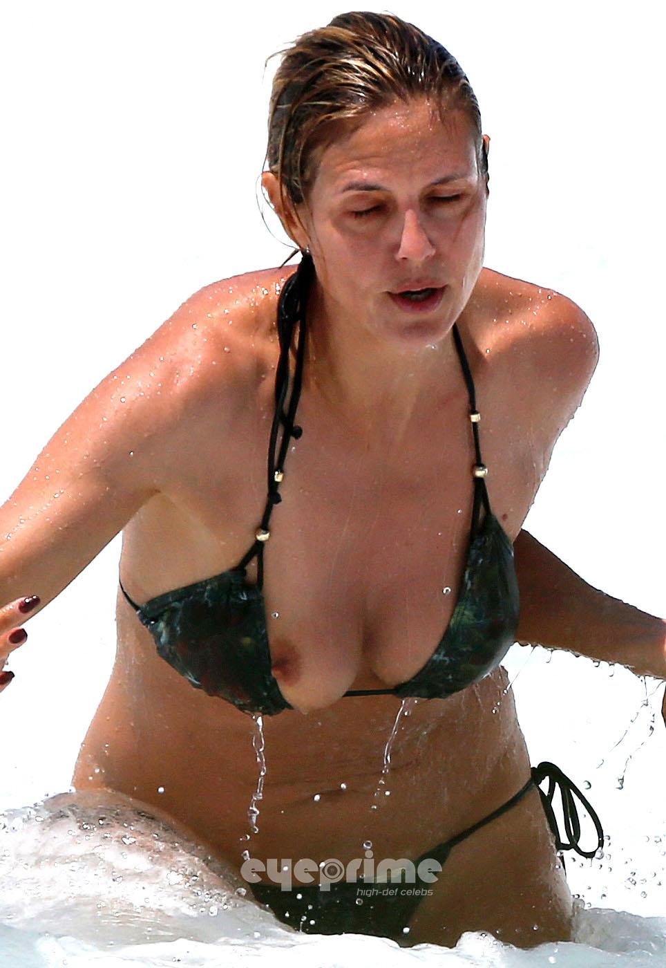 Heidi Klum Heidi Klum Nipple Slip On The Beach In