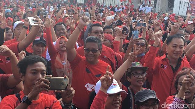 Acungkan Dua Jari di Parade PDIP, Hasto Tegur Simpatisan