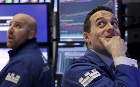 Dow dives more than 550 points on fears of trade war
