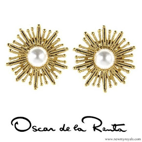 Kate Middleton Jewelry Oscar de la Renta Pearl Sun Star Button Earrings