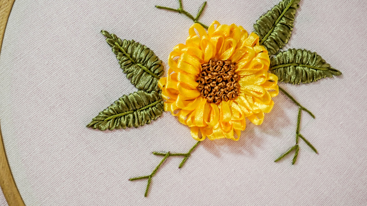 Handiworks embroidery designs diy ribbon flower handiworks 71 silk ribbon embroidery is three dimensional the design of the flowers leaves and greenery sit up off the background fabric giving interesting and mightylinksfo