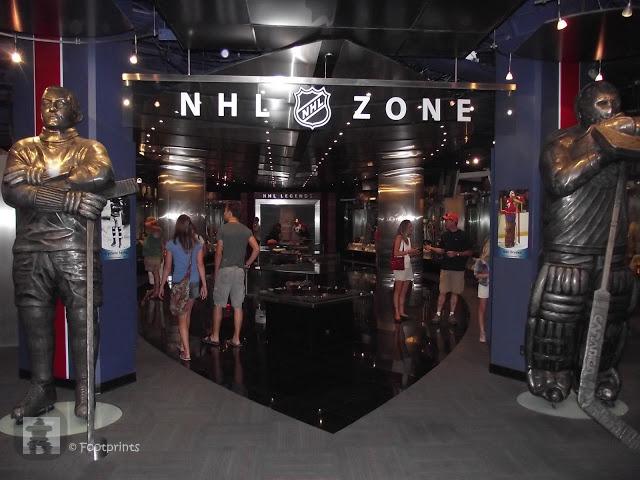 Hockey Hall of Fame anzusehen. Als grosse Hockey Fans waren wir bereits schon einmal in der HHoF. Wer auch nur ein bisschen an Eishockey oder der NHL interessiert ist wird begeistert sein hier, im Mutterland des Hockeys, mal einen Blick in die heiligen Hallen der Eishockeygroessen und natuerlich den Stanley Cup  werfen zu koennen-
