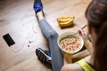 is it better to eat dinner before or after a workout, what to eat before,  a workout to lose weight,eat before or after night workout,exercise after dinner weight loss, not eating after workout to lose weight, how long to wait to eat after working out to lose weight,is it better to eat before or after working out in the morning, exercise, exercise