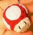 http://translate.google.es/translate?hl=es&sl=en&tl=es&u=http%3A%2F%2Fmalonscraftblog.blogspot.com.es%2F2015%2F03%2Fdiy-free-pattern-mini-mushroom-crochet.html