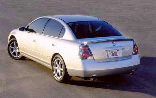 car style critic setting a strong theme 2002 nissan altima. Black Bedroom Furniture Sets. Home Design Ideas
