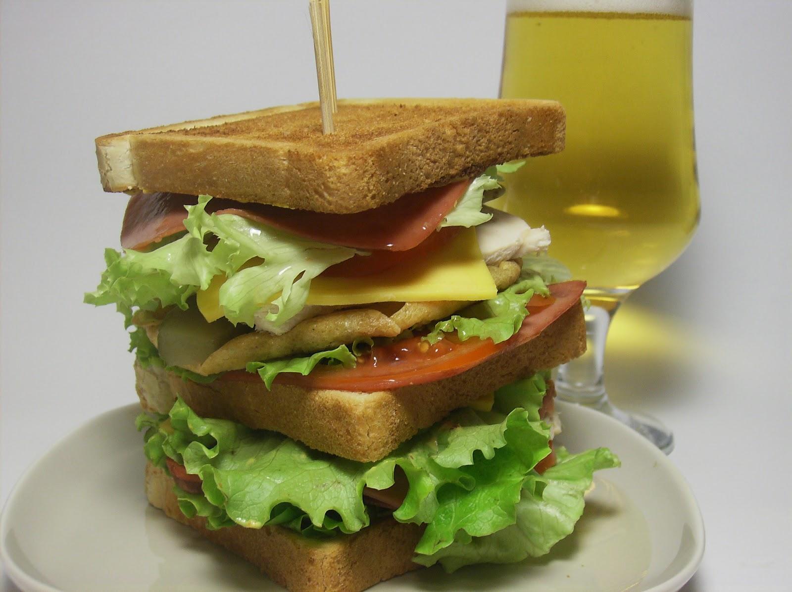 Peynir Soslu Biftekli Sandviç
