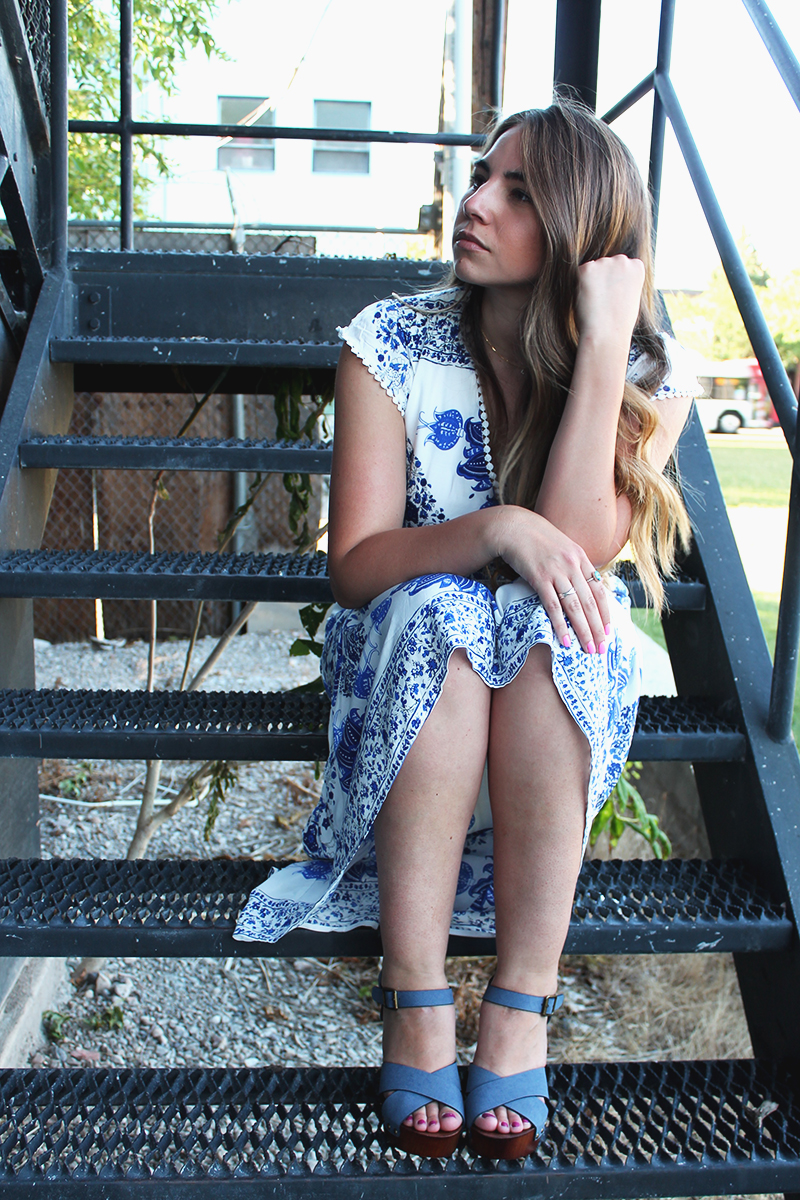 personal style blogger, bloggers to work with, blue and white dress