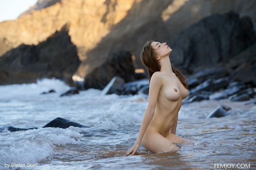 FemJoy Mariposa Feel The Waves - idols