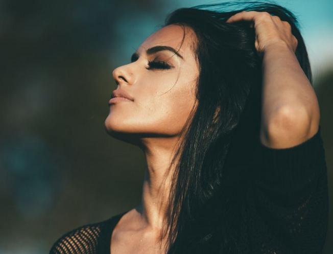 cara melebatkan rambut secara alami agar rambut hitam dan rambut sehat