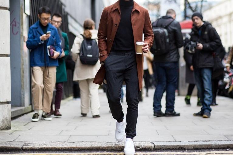 Tênis branco: 27 looks para se inspirar e usar no dia a dia