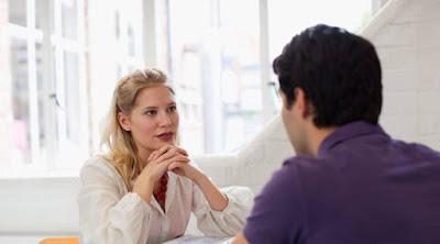 أكثر 3 أشياء تبحث عنها المرأة في كل رجل رجل امرأة يتحدثان يتكلمان موعد غرامى لقاء عاطفى حب رومانسية man woman talking dating first date love romance couple