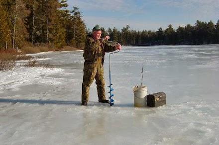 Ετσι ψαρεύουν στον πάγο