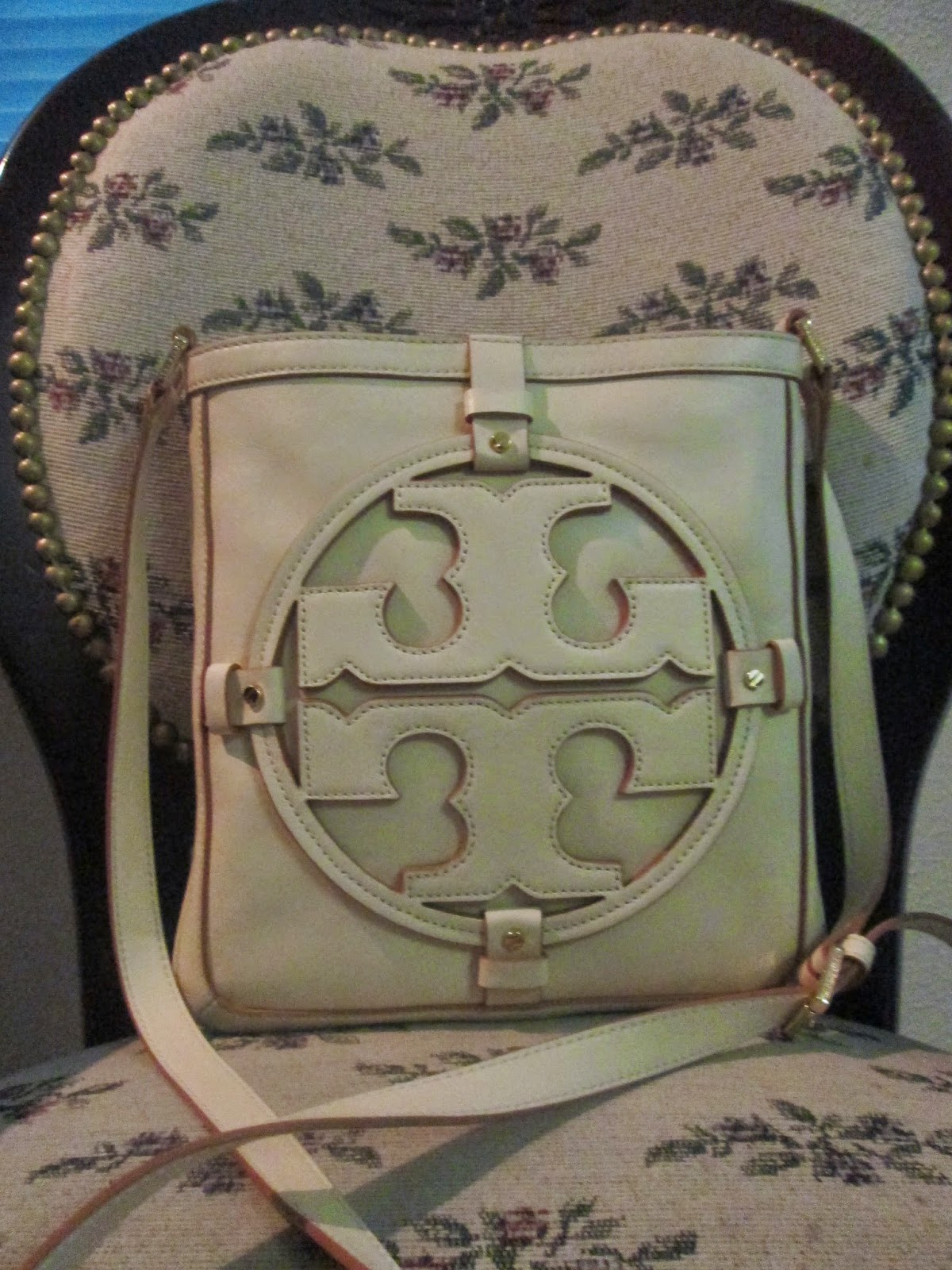 ead8184df6f Pearls   Curls  Tory Burch Holly Bookbag Review