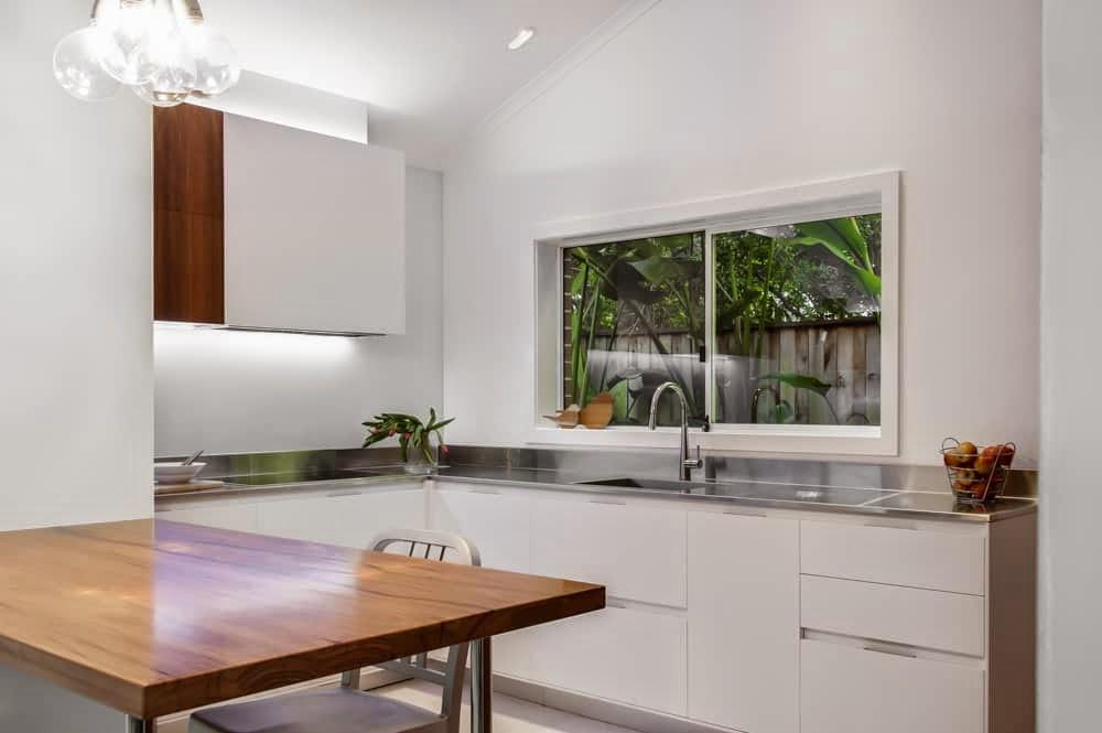 Con el fregadero bajo la ventana cocinas con estilo - Medida encimera cocina ...