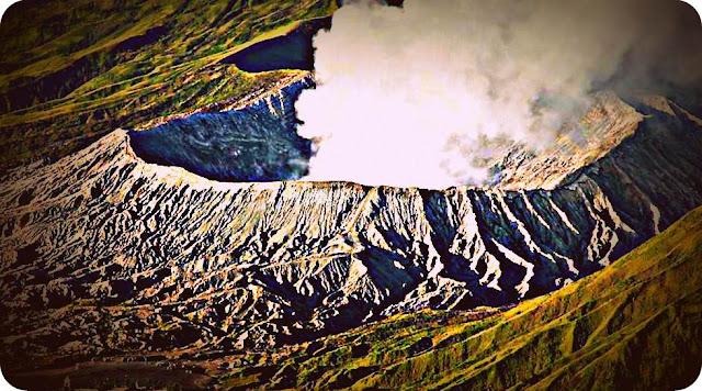 Gunung Bromo Keluarkan Suara Gemuruh dari Dalam Kawah