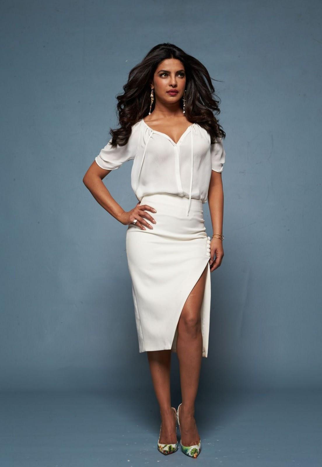 Priyanka Chopra Hot Boobs Show For Baywatch Promo  Krazy -4791