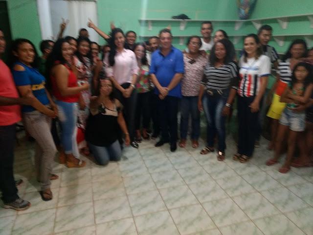 Pré-candidata a deputada estadual Daniella Tema é abraçada também na capital São Luís.