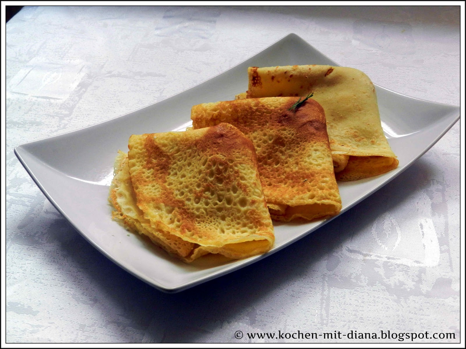 Pfannkuchen mit rumänischer Molkenkäse und Dill