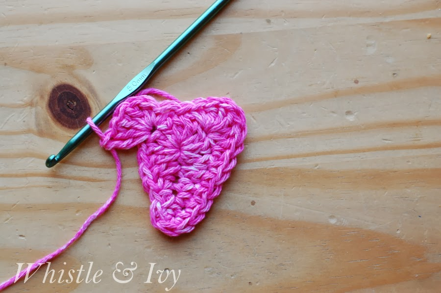 free crochet pattern tutorial make a heart with a border