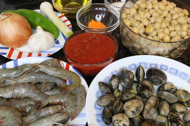 Ingredientes para potaje de garbanzos con almejas y langostinos