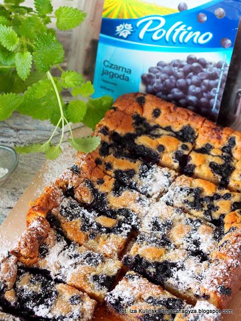 ciasto z biala czekolada i jagodami, placek czekoladowy z owocami, biala czekolada, jagody, czarne borowki, ciasto na niedziele, co dzisiaj upiec