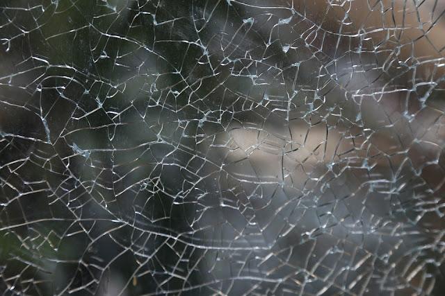 Cara Mudah Memperbaiki Jendela yang Rusak Tanpa Memanggil Tukang