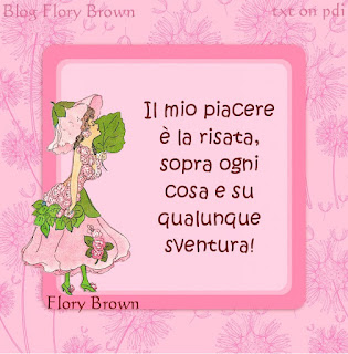 Disegno di ragazza vestita di fiori su sfondo rosa