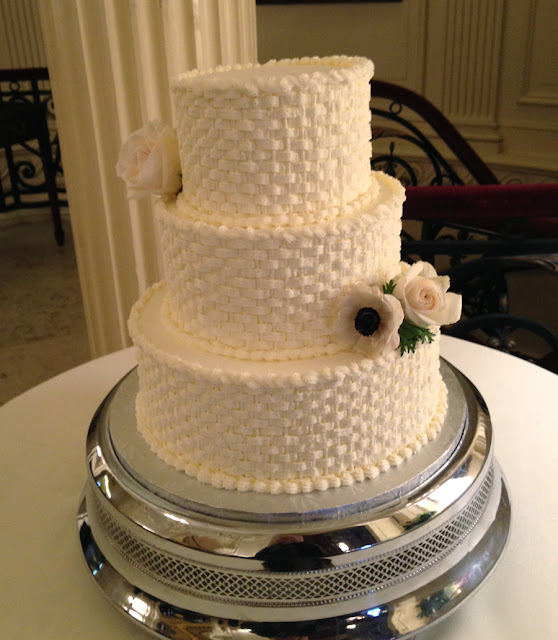 Simple Wedding Cake Designs With Flowers: A Simple Cake: Fresh Flowers For Your Wedding Cake