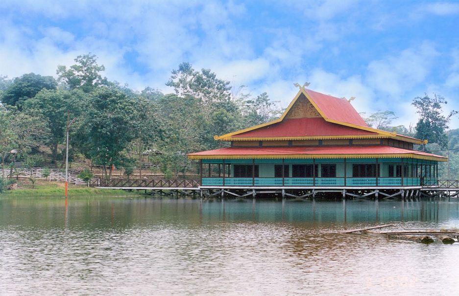 Contoh Rumah Adat Melayu Riau Menarik Desain