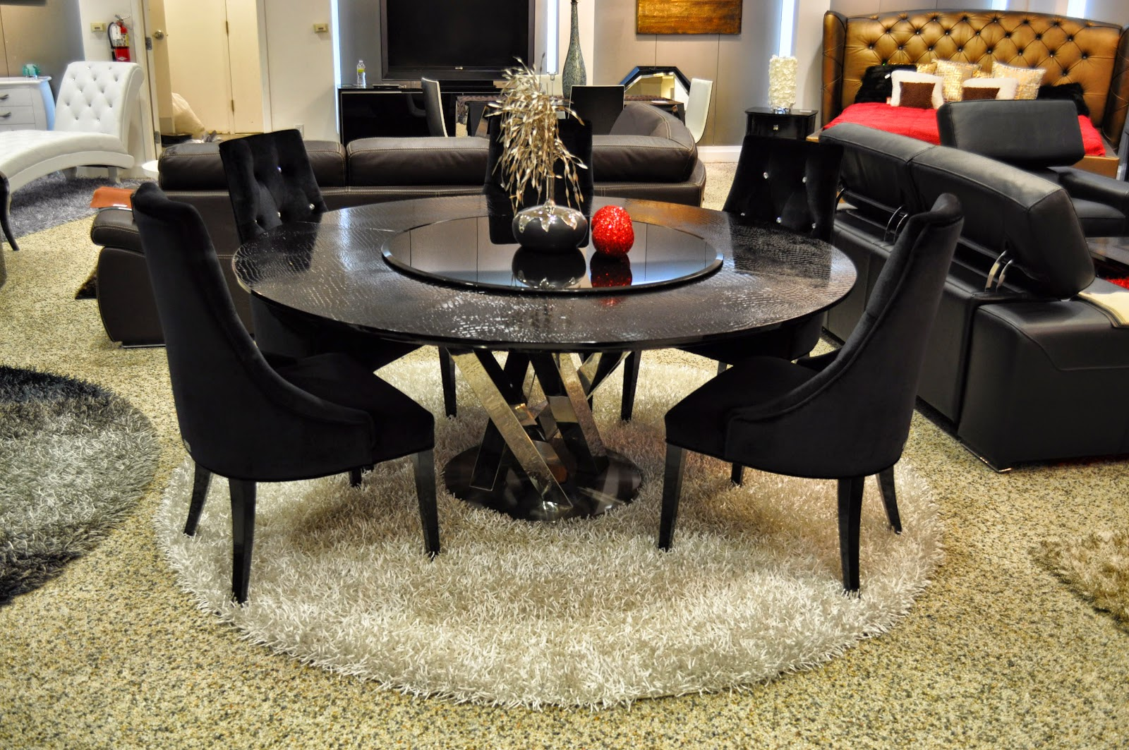 Black Dining Table & Queen Table: Black Dining Table