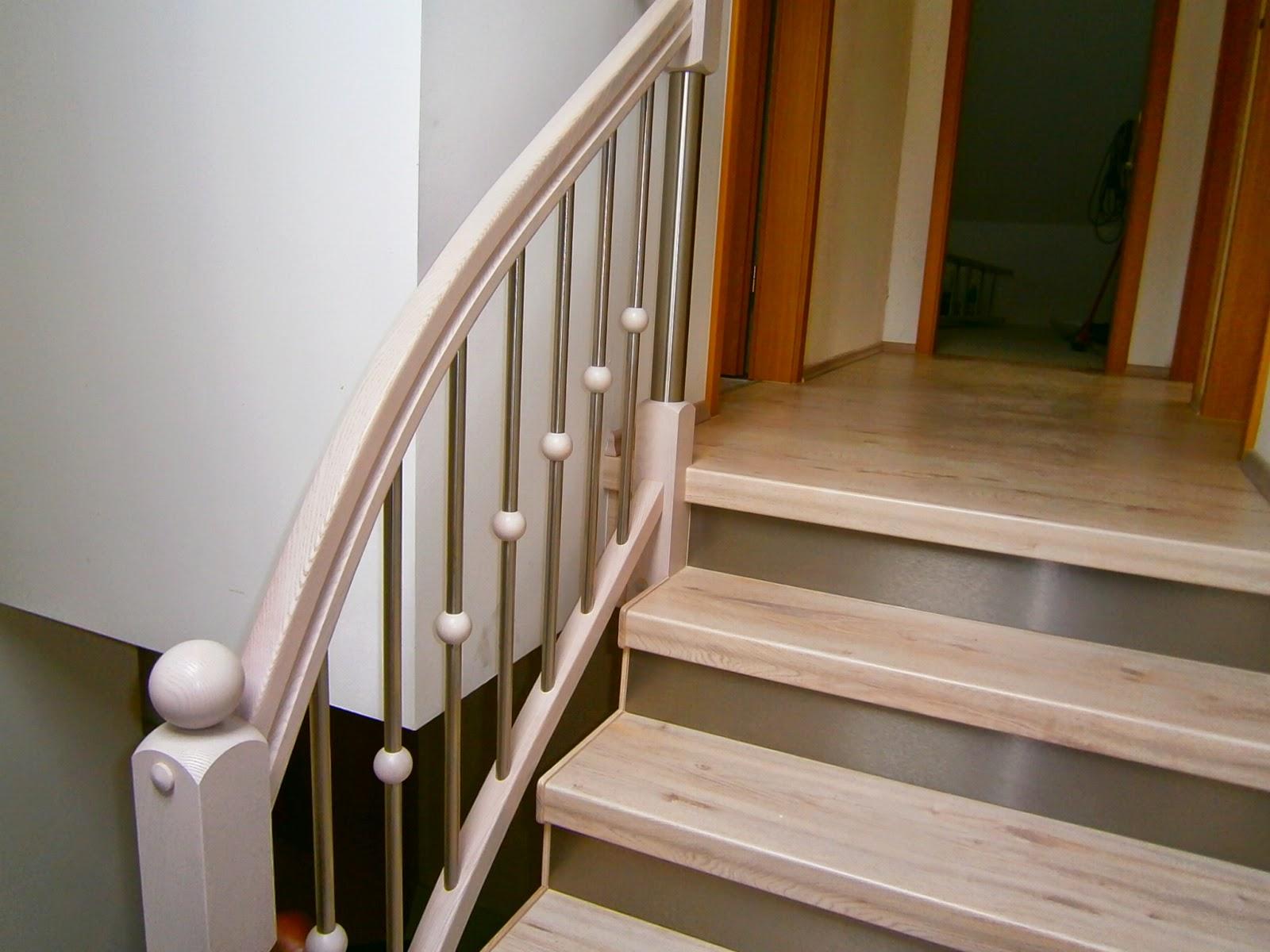 HK Treppenrenovierung - Treppe Weißer Nussbaum – Edelstahl-Setzstufen - Optik