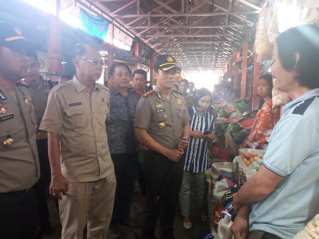 Jelang Natal, Kapolres OKI Sidak Pasar Kayuagung