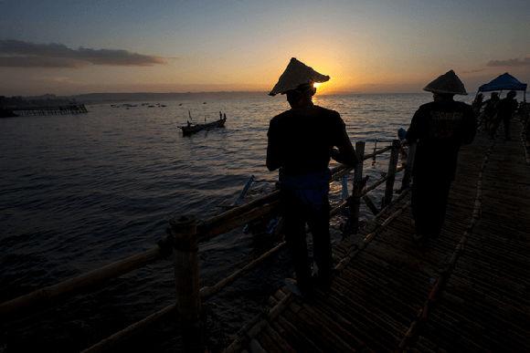 Nelayan di Pantai Pangandaran (Mustari/fotokita.net)