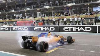 FÓRMULA 1 - Hamilton 1º, Vettel 2º y homenaje a Fernando Alonso en Yas Marina