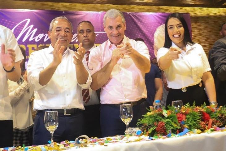 """Gonzalo Castillo recibe apoyo del movimiento """"El presidente de las camisas mangas cortas"""""""